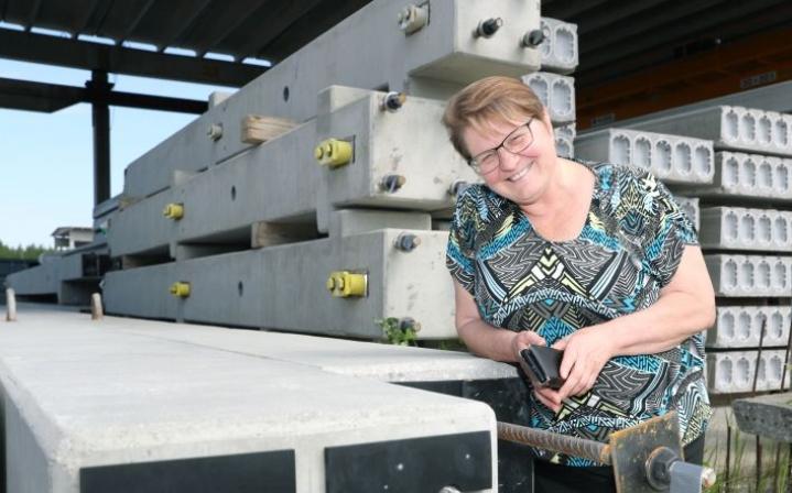 Tuija Kilpisellä on iso urakka muuttaa betonintuotanto ympäristöystävälliseksi.