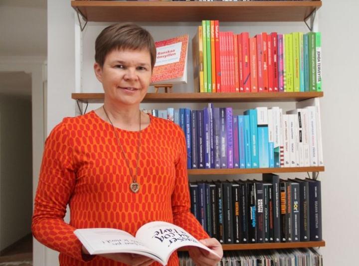 Seitsemän vuoden yrittäjyyden aikana Taru Tarvainen on taittanut kirjahyllyn täydeltä muiden kirjoja. Nyt tuli oman Ranskaa rönsyillen -kirjan vuoro.