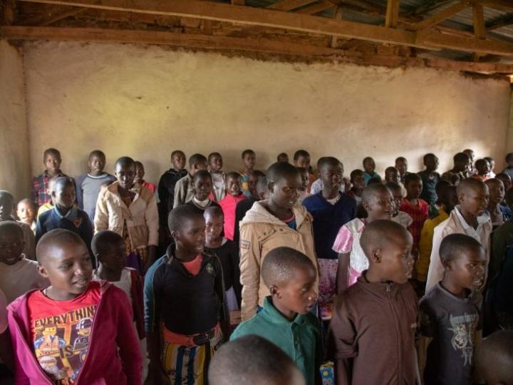 Turvaleirin osallistujat luettelevat luokassa yhteen ääneen silpomisen haittoja. LEHTIKUVA / Nyasha Kadandara