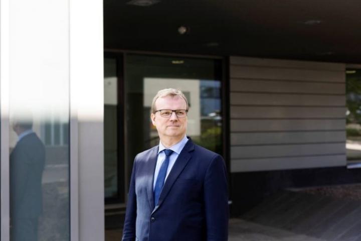 Terveyden ja hyvinvoinnin laitoksen pääjohtaja Markku Tervahauta sanoo, että häntä ei painostettu olemaan ilmaisematta omaa maskikantaansa viime keväänä.