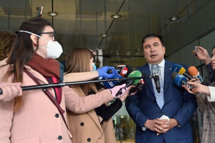 Georgian entinen presidentti Mikhail Saakashvili kehotti ihmisiä mielenosoituksiin väärennettynä pitämäänsä vaalitulosta vastaan. LEHTIKUVA/AFP