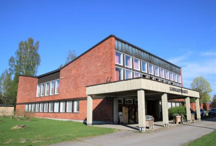 Tohmajärven vuonna 1967 valmistunut kunnanvirasto on palvellut tähän saakka ilman peruskorjausta. Kunta joutuu kuitenkin lähivuosina ratkaisemaan, peruskorjataanko vanhaa vai rakennetaanko uusi.