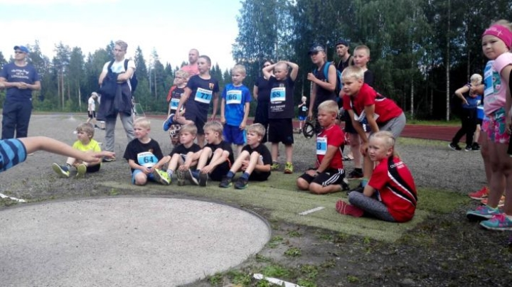 Outokummun Partion ja Polvijärven Urheilijoiden juniorit lähtivät kisaamaan kesällä pm-moniotteluihin. Innokkaiden vetäjien merkitys on suuri, ja nuorisopäällikköprojekti on lisännyt harrastajia Polvijärvellä, Liperissä ja Outokummussa.