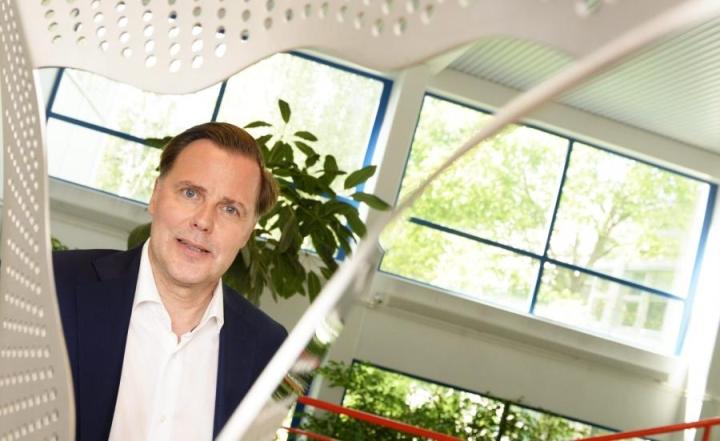 Uuden suomalaisen rahapeliyhtiön pitää kilpailla suomalaisasiakkaista verkossa sen sijaan, että ulkomaille pelaaminen kiellettäisiin, arvioi Veikkauksen toimitusjohtaja Olli Sarekoski. LEHTIKUVA / Vesa Moilanen
