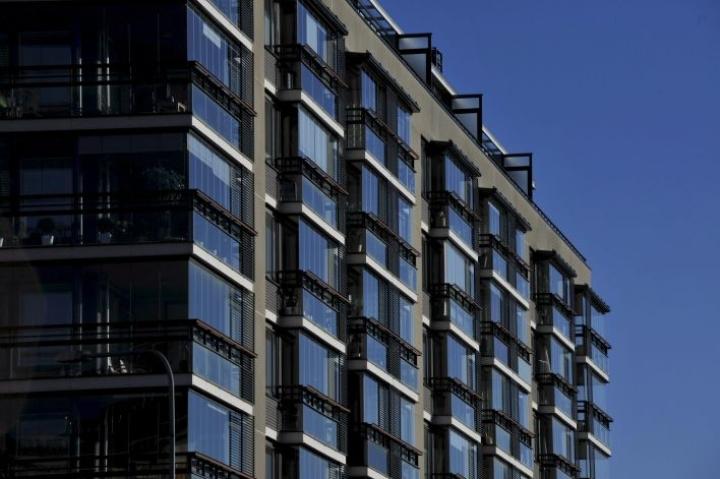 Riskejä kasvattaa se, että lainaosuuksien ja ammattimaisten sijoittajien määrä on kasvanut, lyhennysvapaat pidentyneet ja asuntomarkkinat eriytyneet. LEHTIKUVA / TIMO JAAKONAHO