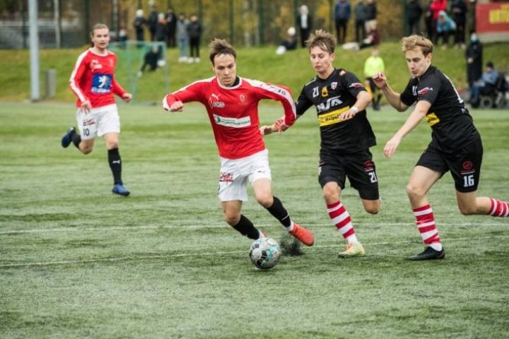 Jipon Jere Hiltunen viimeisteli joukkueensa kolmannen maalin vastahyökkäyksen päätteeksi.