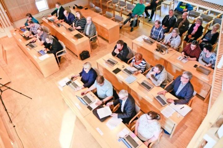 Valtimon kunnanvaltuusto päätti yhdistymisestä 23. huhtikuuta. Päätös kuntaliitoksesta syntyi vain yhden äänen erolla.