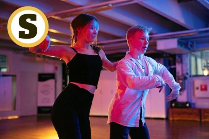 Saaga Bruun, 16, ja Lassi Kokkonen, 17, tanssivat ikäluokkansa kärjessä.