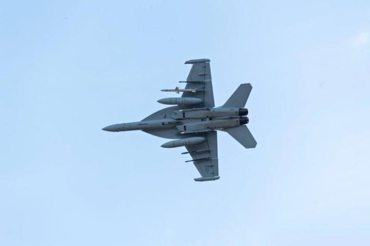 Suomen ilmavoimat käyttää Naton sotaharjoituksessa Hornet-hävittäjiä. Kuva on ilmavoimien satavuotisnäytöksestä.