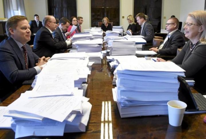 Perustuslakivaliokunta pyrkii antamaan sote-lausuntonsa perjantaina.