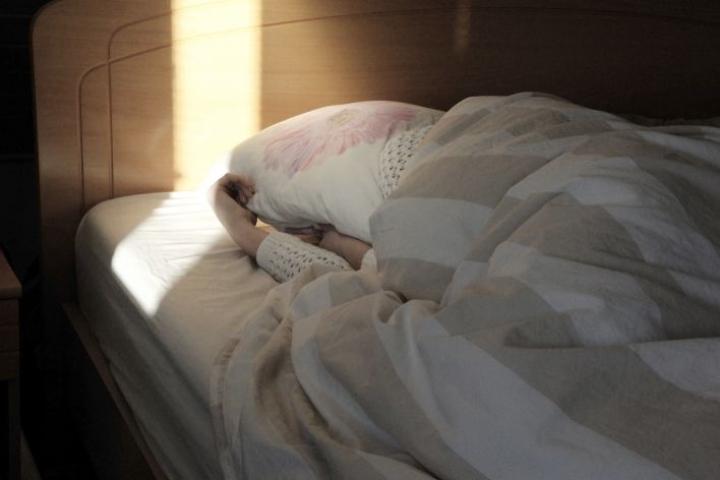 Kroonisen väsymysoireyhtymän vakavaa muotoa sairastavat voivat joutua petipotilaiksi ja pyörätuoliin.