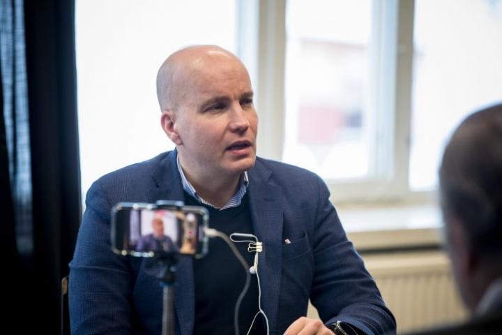 Kim Väisänen ei usko polttomoottoriautojen ja lihansyönnin tulevaisuuteen.