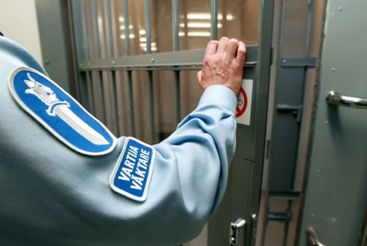 Jos rikoksesta voi saada elinkautisen vankeusrangaistuksen, syyteoikeus ei vanhene koskaan. Muutoin tekijä on turvassa syytteiltä 2–20 vuoden kuluttua teosta.