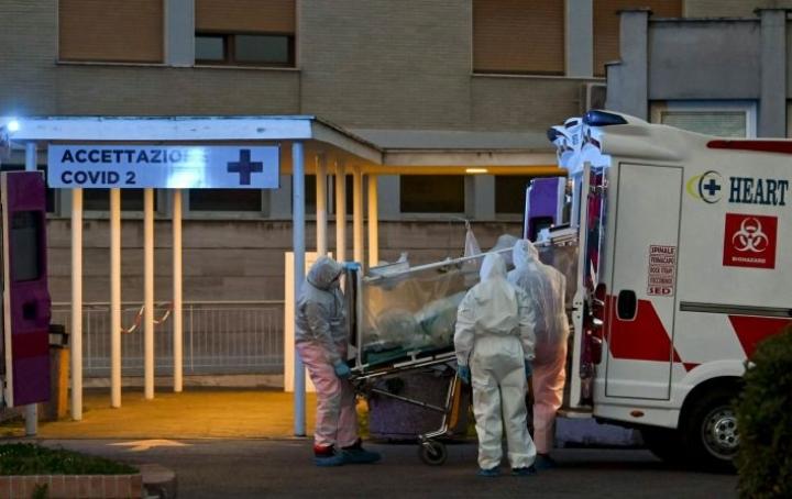 Kaikkiaan Italiassa koronavirukseen on tähän mennessä kuollut lähes 5000 ihmistä. LEHTIKUVA / AFP