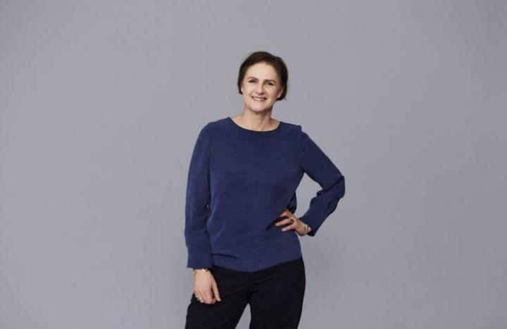 Design Forum Finlandin jakaman Kaj Franck -muotoilupalkinnon saa tänä vuonna tekstiilisuunnittelija Johanna Gullichsen. LEHTIKUVA / HANDOUT / ELINA SIMONEN