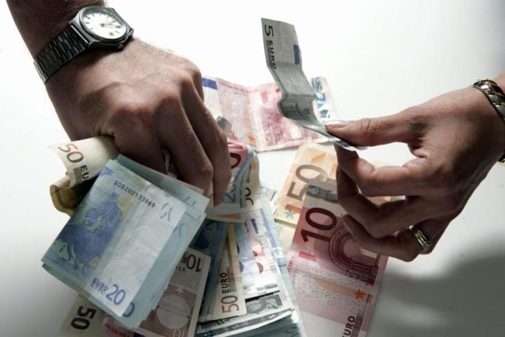 Liittojen mielestä palkan perusteiden julkisuus lisäisi myös sukupuolten välistä palkkatasa-arvoa. LEHTIKUVA / RONI REKOMAA