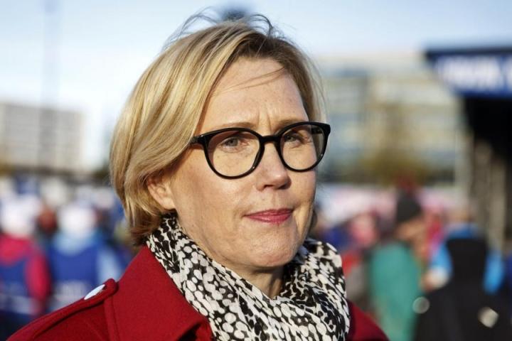 Kansanedustaja Tuula Haatainen (sd.) osallistui mielenosoitukseen vanhusten hyvän hoidon puolesta Helsingissä torstaina. LEHTIKUVA / RONI REKOMAA