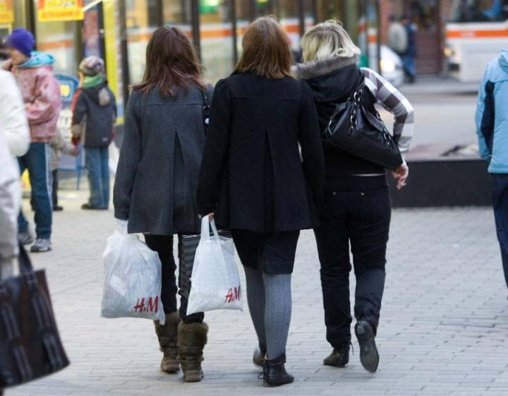 Kuluttajat suhtautuvat entistä suopeammin kuluttamiseen lainarahalla.