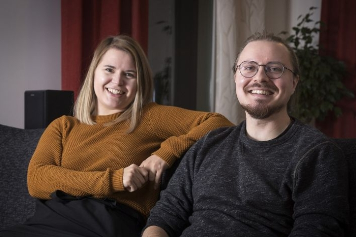 Katja ja Olli tapaavat toisiaan vähintään kerran viikossa pubivisassa. Heidän äideistä tuli myös hyvät ystävät.