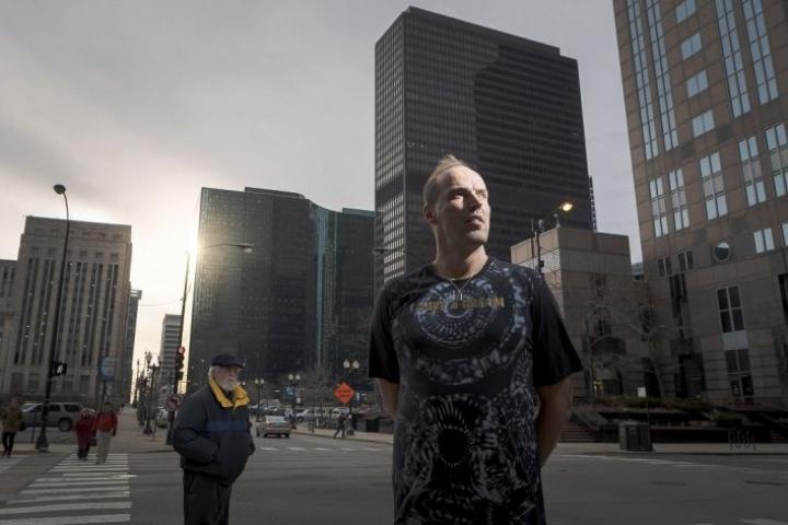 Pekka Markkanen on asunut NBA-kauden ajan Chicagon finanssikeskuksessa, lähellä poikaansa Lauri Markkasta.
