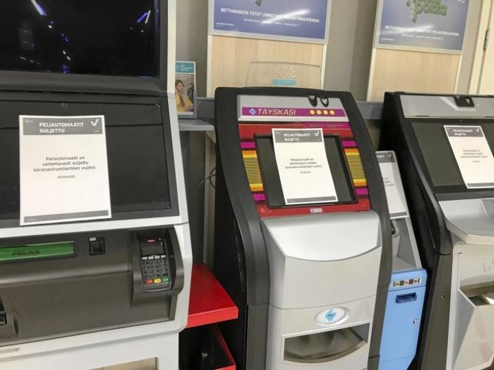 Tänä vuonna rahapelituottoja leikkaa etenkin koronaepidemia. Tuottojen laskun odotetaan jatkuvan, kun peliautomaatteja vähennetään ja automaattipelaamisessa vaaditaan tunnistautumista.