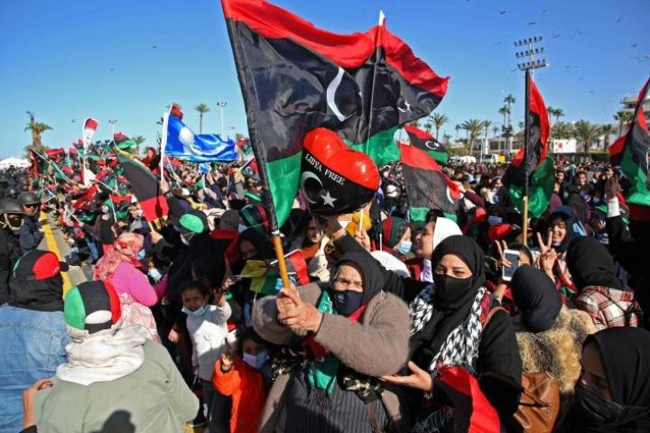 Libyan pääkaupungissa Tripolissa juhlittiin viime keskiviikkona vuoden 2011 vallankumouksen kymmenvuotispäivää. LEHTIKUVA/AFP