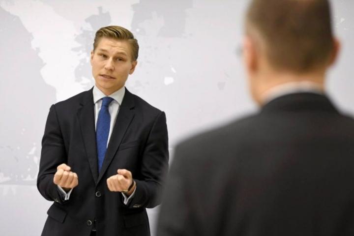 Antti Häkkäsen mielestä lähtökohta on oltava, että riita-asian voittaja saa kuluistaan korvauksen.