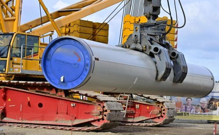 Venäläisalus, jonka on määrä osallistua Nord Stream 2 -kaasuputken loppuvaiheen rakennustöihin, tullaan panemaan Yhdysvaltain talouspakotteiden alaiseksi, vahvistavat saksalaisviranomaiset. LEHTIKUVA/AFP