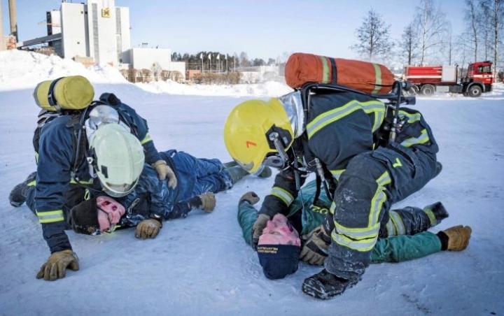 Palomiehet harjoittelivat tällä viikolla Kuopiossa. Alan perustaidot ovat käytännönläheisiä.
