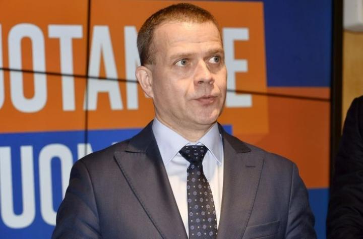 Kokoomuksen puheenjohtaja Petteri Orpo haluaa koulutuksen järjestäjät mukaan sopimukseen. LEHTIKUVA / Mesut Turan