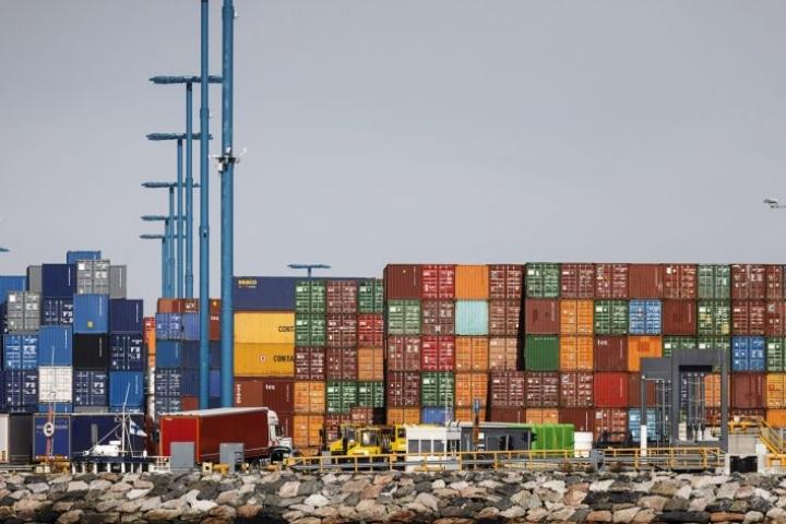 Lastausta Vuosaaren satamassa viime lokakuussa. LEHTIKUVA / RONI REKOMAA