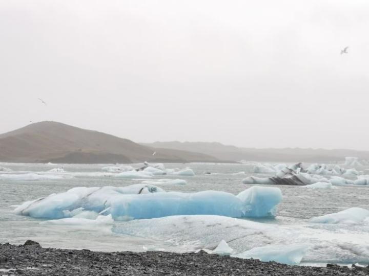 Iso jäätikkö Vatnajökull oli Sanni-Maaria Puustiselle vaikuttava näky. Jäätikköjokea pitkin seilasi isoja sinisiä jäälohkareita merta kohti.
