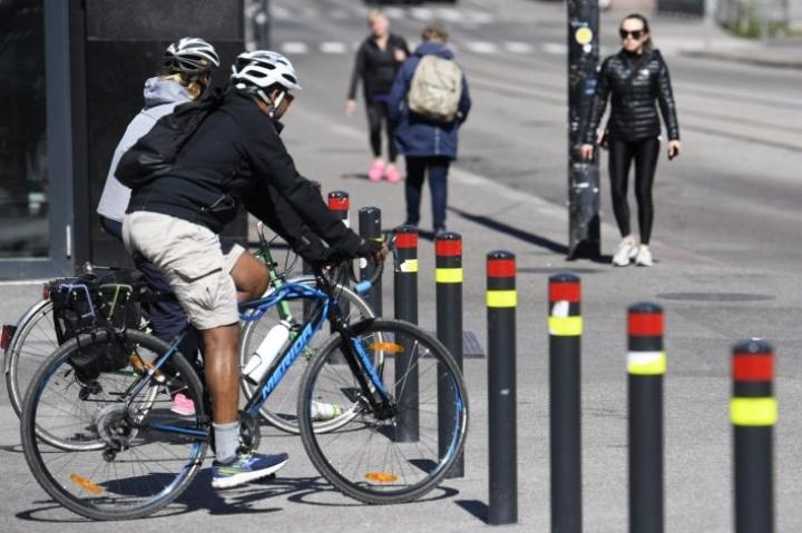 Pyöräilyinnostuksen polkaisi alun perin käyntiin etelän lumeton talvi, joka mahdollisti pyöräilykauden jatkumisen talven yli, kerrotaan Muoti- ja urheilukauppa ry:stä. LEHTIKUVA / Vesa Moilanen