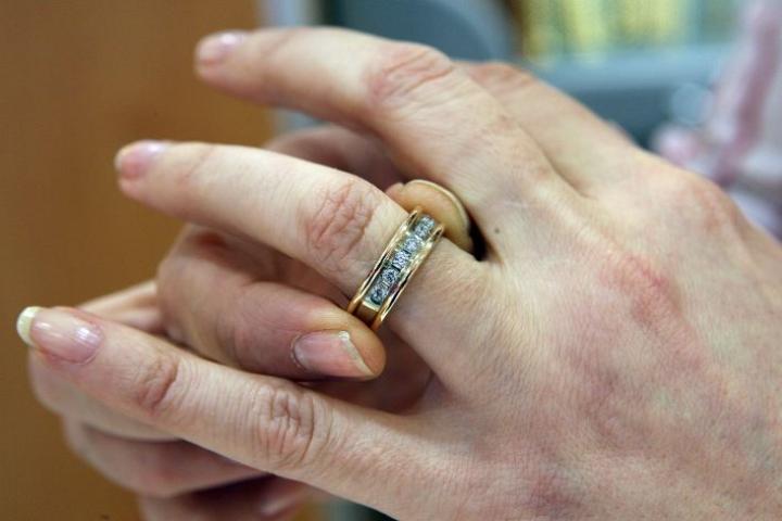 Toiset avioituvat pian kihlauksen jälkeen, toiset ovat tyytyväisinä kihloissa vuosikausia.