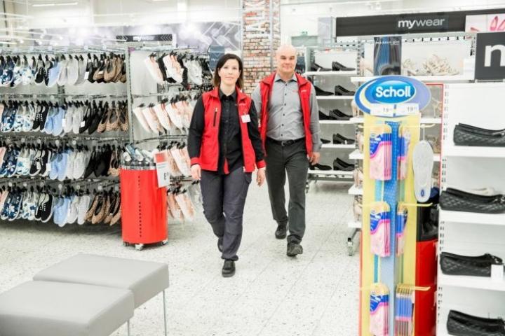 Pilkon Citymarketissa tavaratalojohtajana toimii Kaisla Sirviö ja kauppiaana Juha Kupiainen. Tavaratalon puolella kenkien tarjontaa on lisätty.