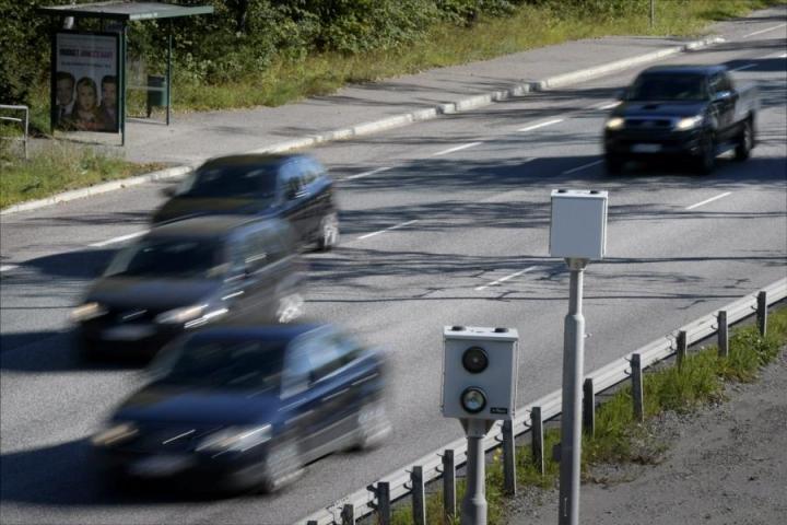 Liikennerikkomuksista määrätään torstaista lähtien sakkojen lisäksi rikosuhrimaksu. Lehtikuva /Antti Aimo-Koivisto