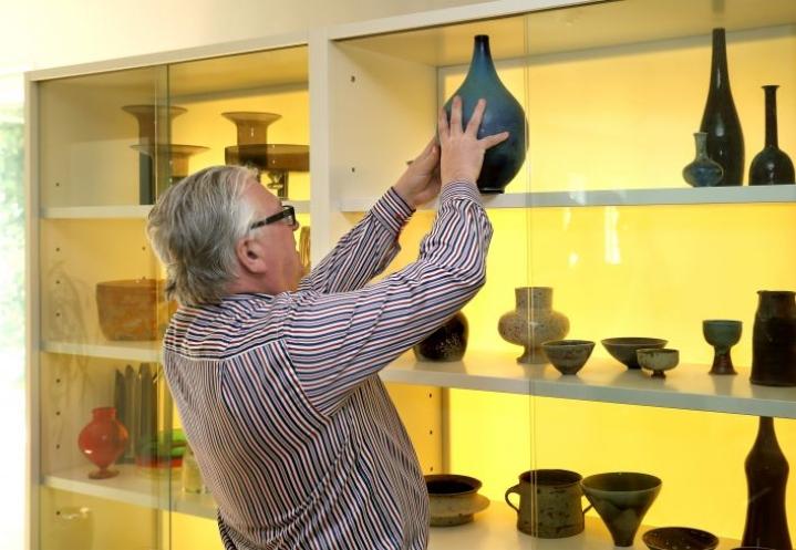 Kyösti Kakkosen kotona Joensuussa on mittava taidekokoelma.