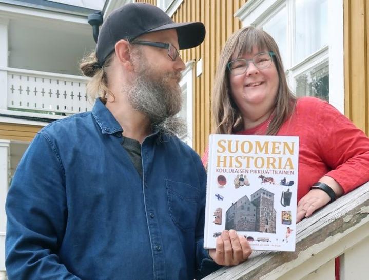 Viljami ja Minna Ovaskainen ovat tietokirjoja tekevä ilomantsilaispariskunta.