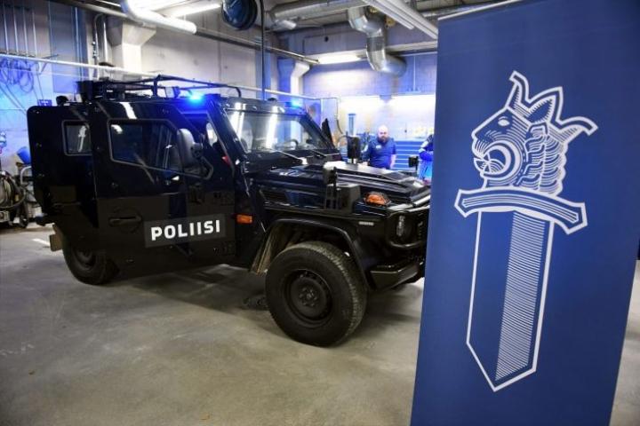 Poliisilla on käytössään panssaroituja ajoneuvoja. Myös poliisin aseistusta on viime vuosina uusittu. LEHTIKUVA / ANTTI AIMO-KOIVISTO