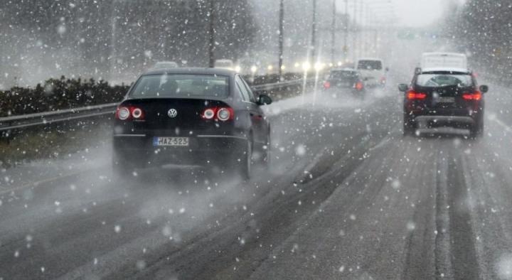 Alkavalla viikolla lunta saattaa sadella jo Etelä-Suomessakin. LEHTIKUVA / JUSSI NUKARI