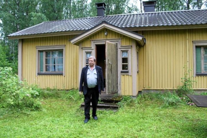 Helsinkiläinen Ahti Hurmalainen, 60,  tekee edelleen työtä sen eteen, että lasten elatusapu jakautuisi vanhemmille tasapuolisesti.