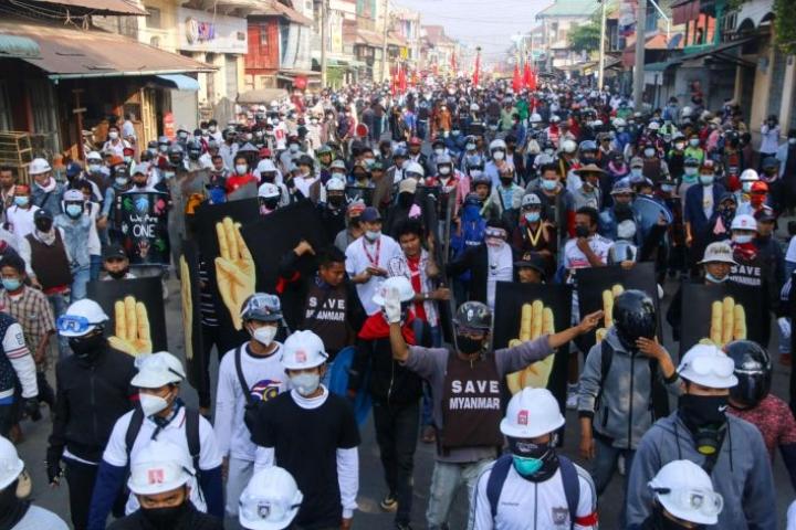 Myanmarissa mieltä on osoitettu muun muassa Daweissa. LEHTIKUVA/AFP