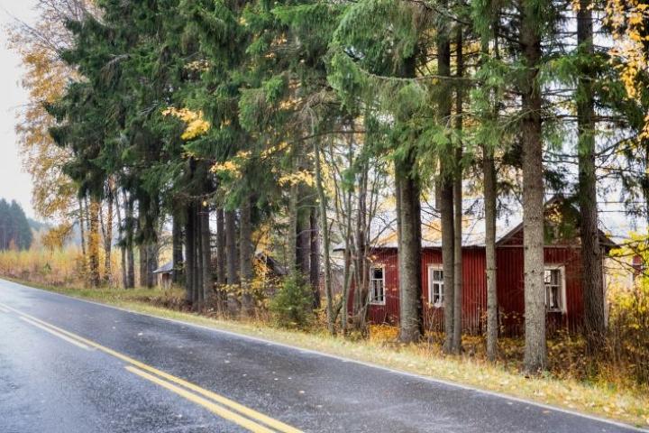 Oravisalontien varressa oleva autiotalo on yksi Pohjois-Karjalassa tyhjilleen jääneistä rakennuksista, joihin on hankala löytää ratkaisua.