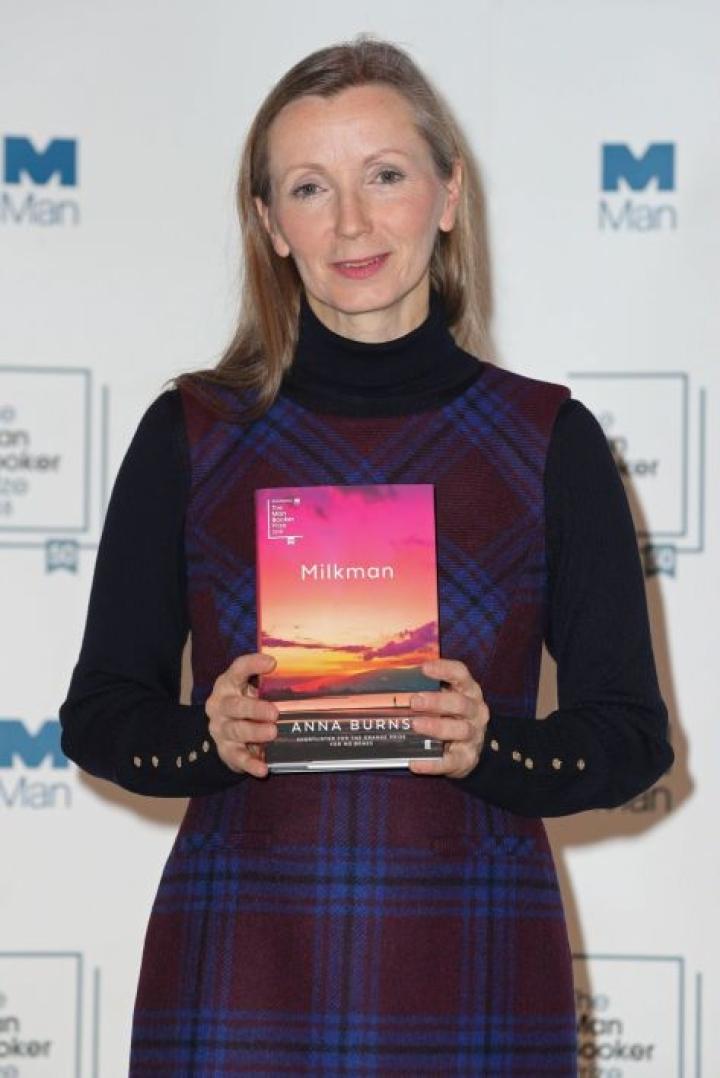 Anna Burns esitteli kirjaansa sunnuntaina Lontoossa. Lehtikuva / AFP