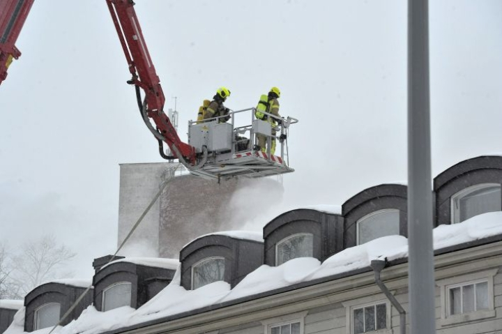 Uudenkaupungin rivitalopalossa on kuollut kaksi ihmistä, pelastuslaitoksesta kerrottiin. Lehtikuva / Juha Sinisalo
