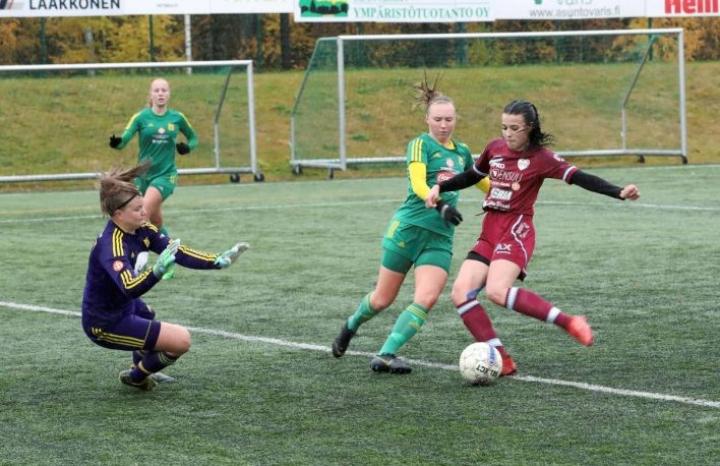 Milla Toivanen viimeisteli FC Hertan avausmaalin Ilves/2:n verkkoon.