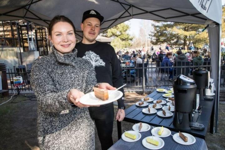 Emmi Hirvosen ja Tony Moision vegaanisiin tuotteisiin keskittyvä yritys Greenstreet Jns oli ensi kertaa esillä Katuruokakarnevaalissa. Tarjolla oli sitruunakakkua, pähkinäsuklaata ja tummaa Tummoo-kahvia.