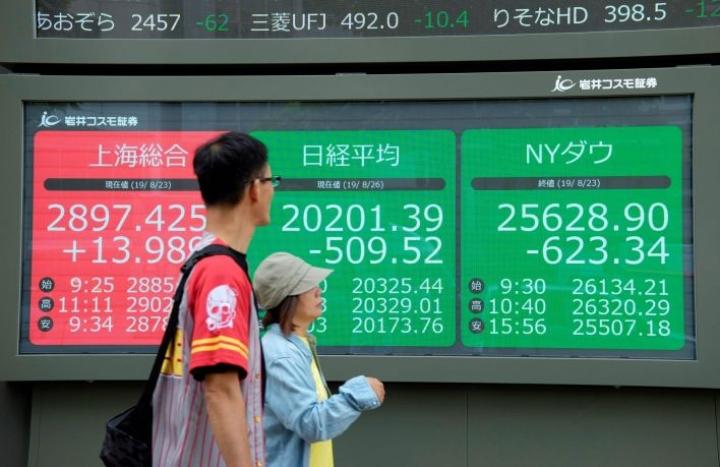 Tokion pörssin Nikkei-indeksi oli avaushetkellä 2,6 prosenttia pakkasella. LEHTIKUVA/AFP
