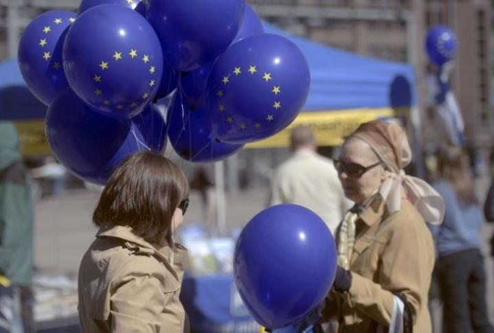Barometrin mukaan ennätysmäärä EU-kansalaisista katsoo maansa hyötyneen jäsenyydestä. LEHTIKUVA / VESA MOILANEN