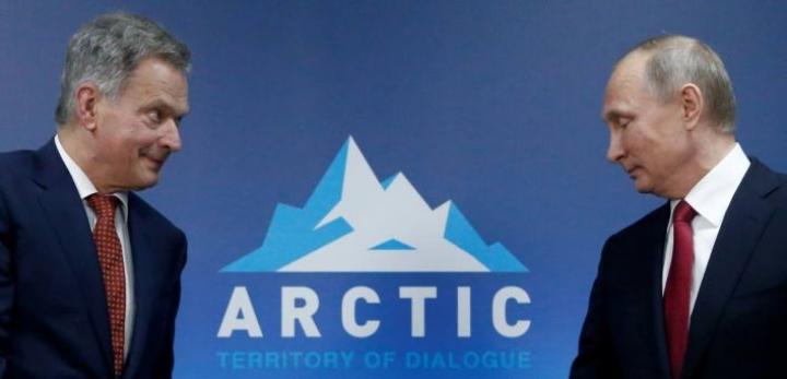 Hallitusten välisessä yhteistyössä korkean tason aloitteet ovat tärkeitä. Presidentti Sauli Niinistö on puhunut voimakkaasti mustan hiilen päästöjen vähentämisen puolesta ja taivutellut mukaan myös Venäjän presidenttiä Vladimir Putinia.